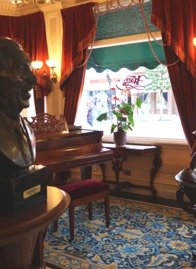 Walt's restaurant, l'hommage à Walt Disney de Disneyland Paris